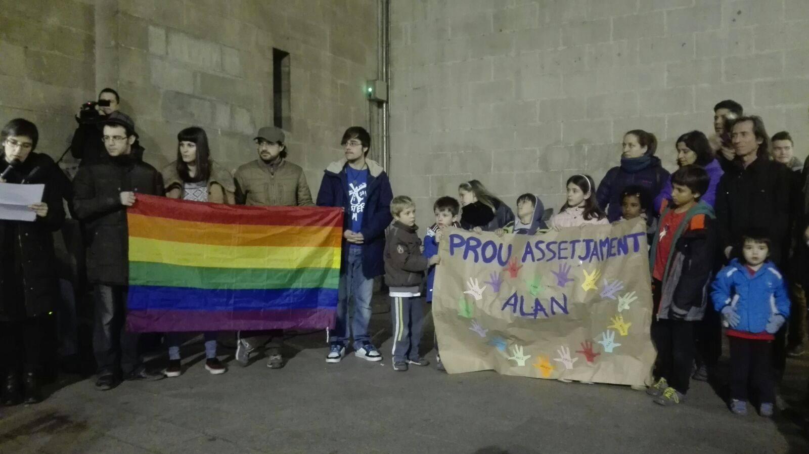 Fotos de la concentració contra el bullying per LGBTIfòbia